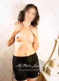 Carrie - New to business Prague Student escort